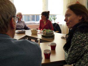 Anne Koning en Mei Li Vos bij Zorggroep De Toekomst